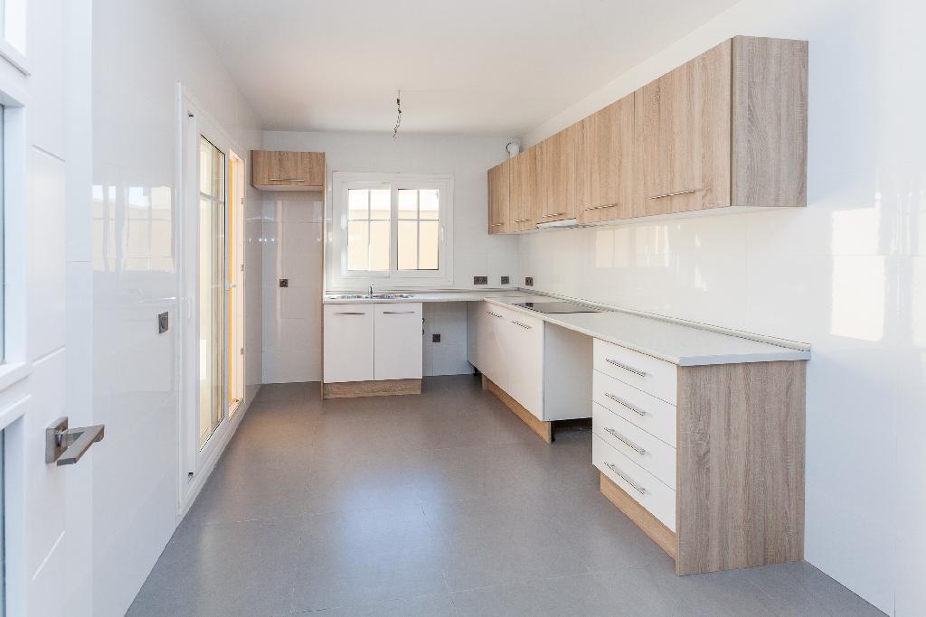 Casa en venta en Casa en Almería, Almería, 360.000 €, 3 habitaciones, 3 baños, 277 m2