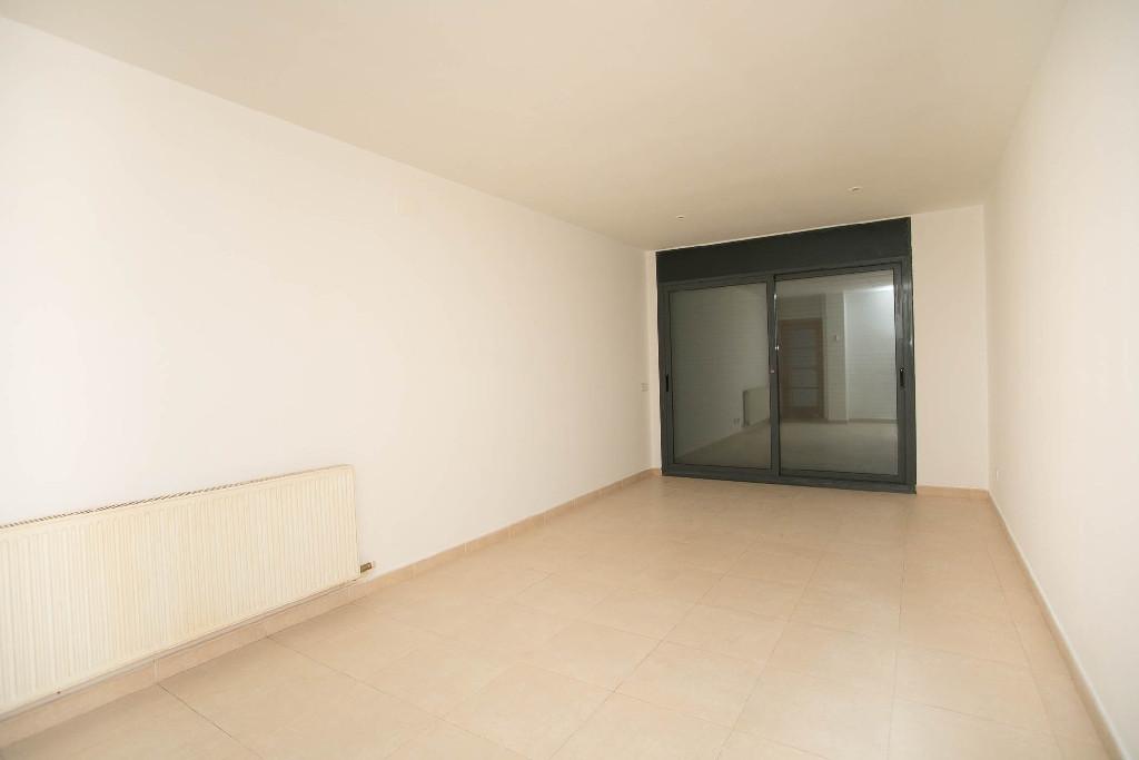 Piso en venta en L` Escala, Girona, Avenida Girona, 218.000 €, 3 habitaciones, 2 baños, 110 m2