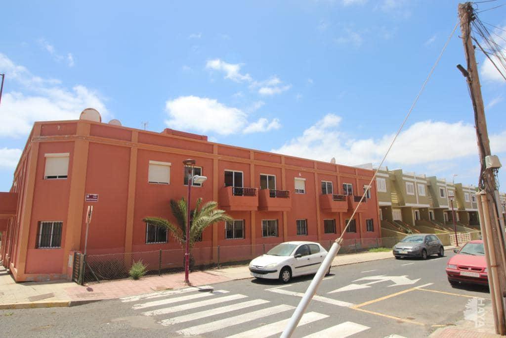 Piso en venta en Barrio Fabelo, Puerto del Rosario, Las Palmas, Calle Maria Estrada, 66.000 €, 2 habitaciones, 1 baño, 60 m2