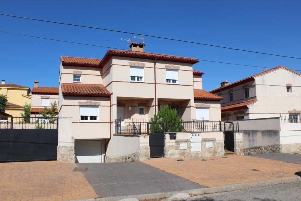 Casa en venta en Serranillos Playa, San Román de los Montes, Toledo, Calle Isla Mallorca, 81.000 €, 3 habitaciones, 2 baños, 210 m2