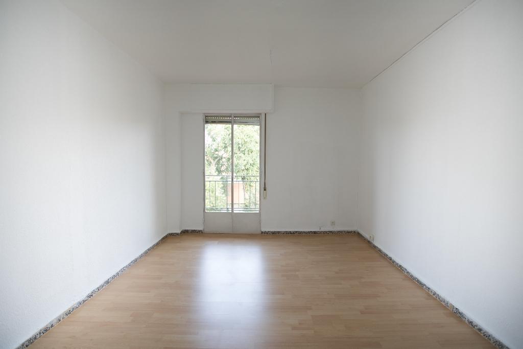 Piso en venta en Madrid, Madrid, Calle Don Bosco, 149.500 €, 3 habitaciones, 1 baño, 78 m2