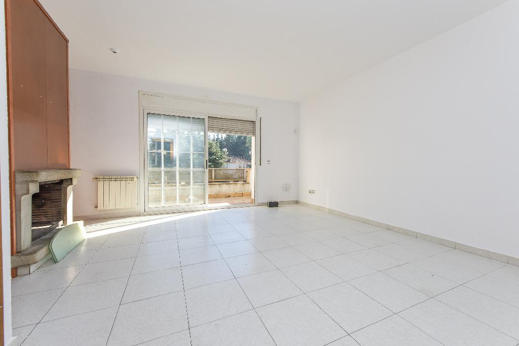 Casa en venta en Vilalba Sasserra, Barcelona, Calle Girona, 145.000 €, 3 habitaciones, 3 baños, 191 m2