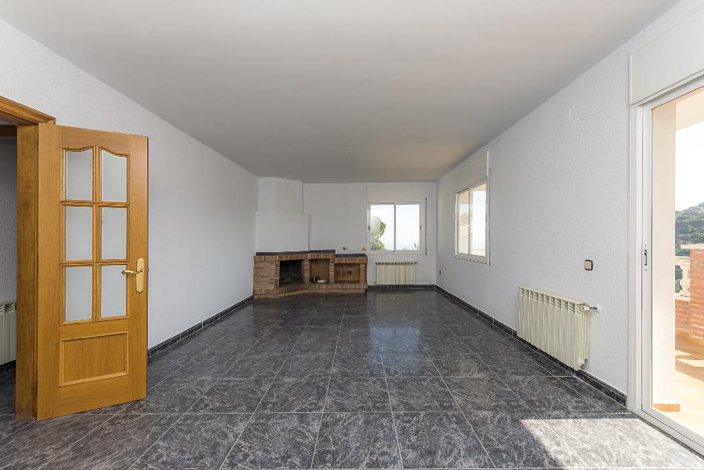 Casa en venta en Tordera, Barcelona, Calle Gaudi, 175.000 €, 4 habitaciones, 2 baños, 245 m2