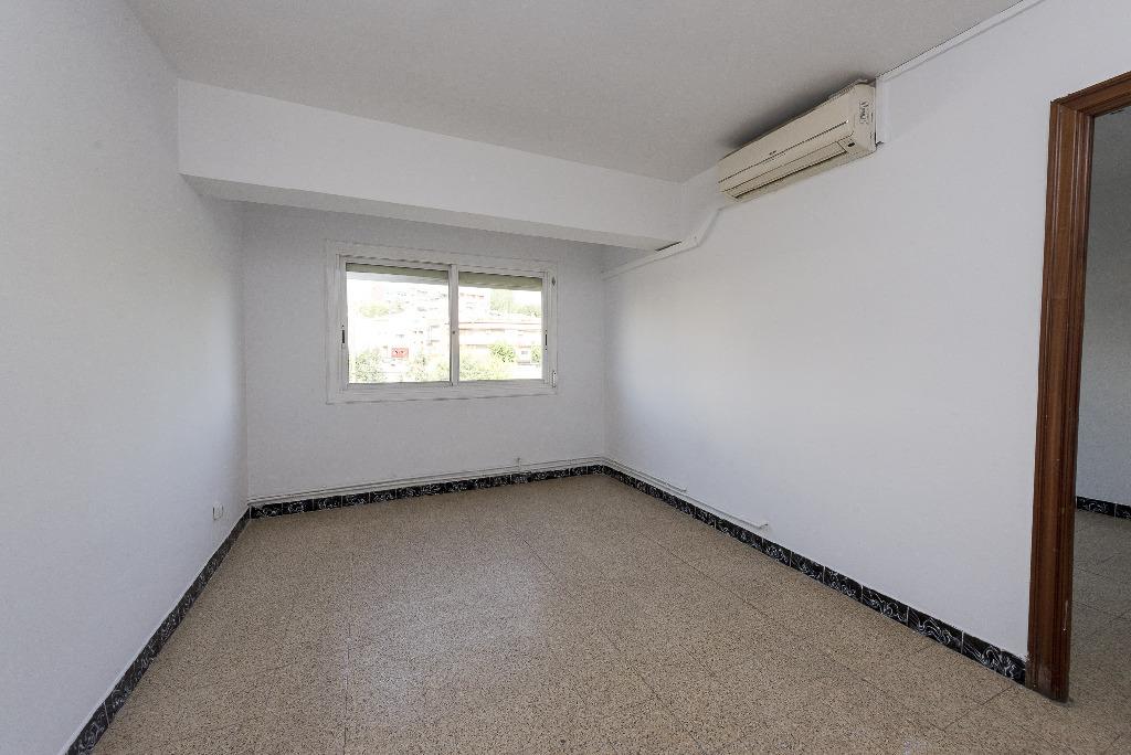 Piso en venta en Rubí, Barcelona, Paseo Riera, 79.000 €, 3 habitaciones, 1 baño, 63 m2