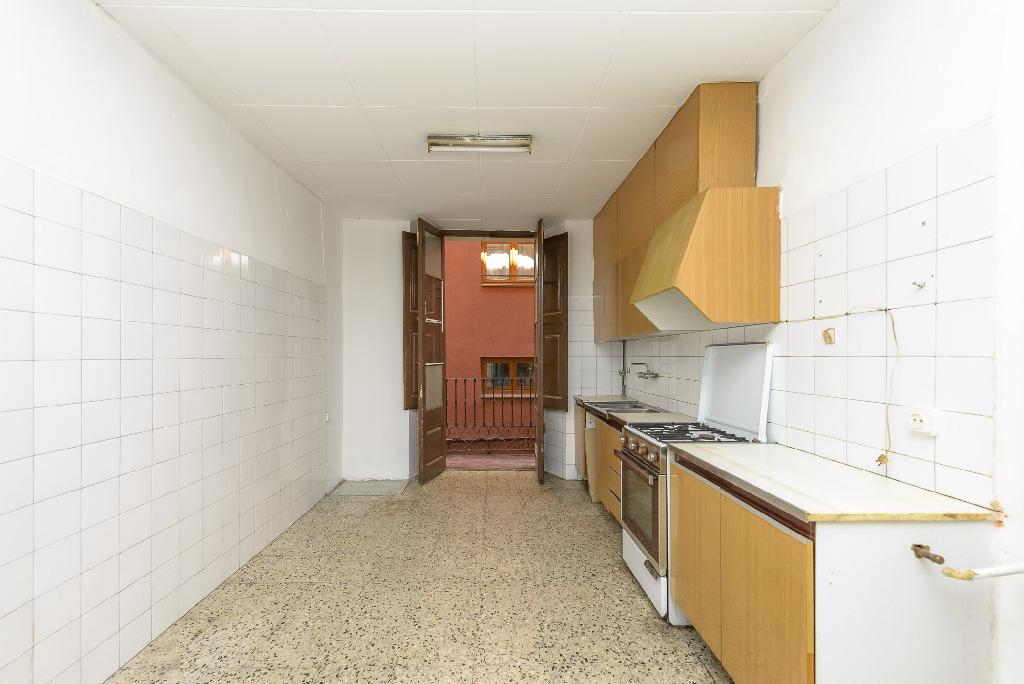 Piso en venta en Cal Rota, Berga, Barcelona, Calle Verdaguer, 30.000 €, 1 habitación, 1 baño, 107 m2