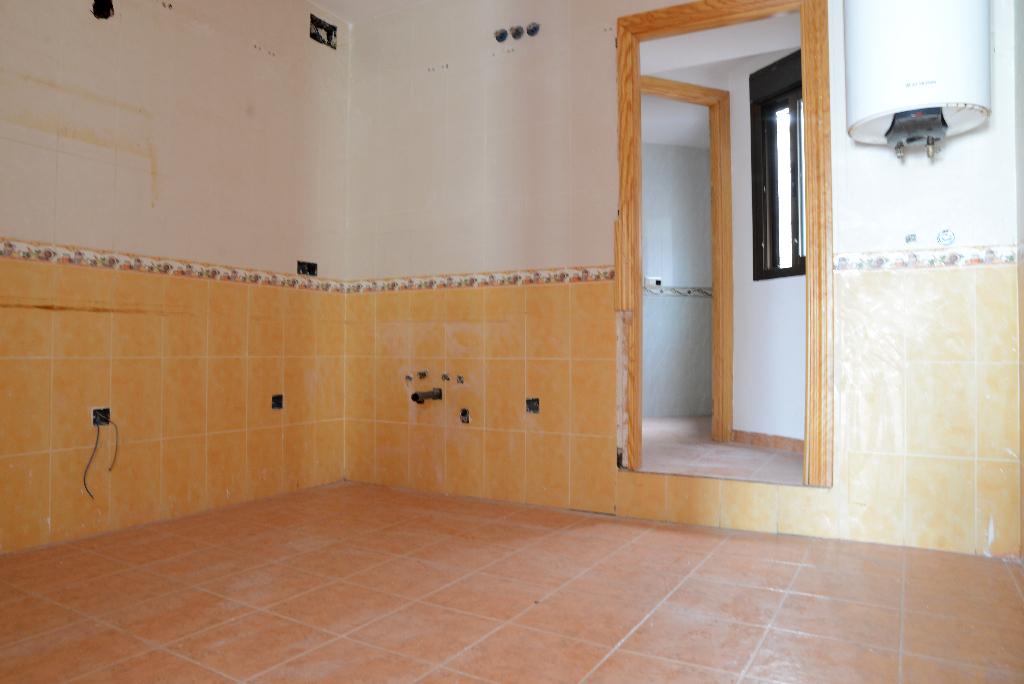 Piso en venta en Almadén, Ciudad Real, Calle Cervantes, 19.000 €, 3 habitaciones, 2 baños, 120 m2