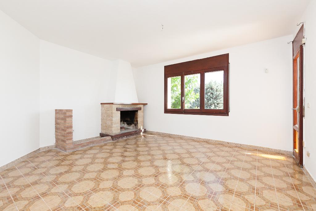 Piso en venta en Torrelles de Foix, Barcelona, Carretera Pontons, 58.500 €, 3 habitaciones, 1 baño, 103 m2