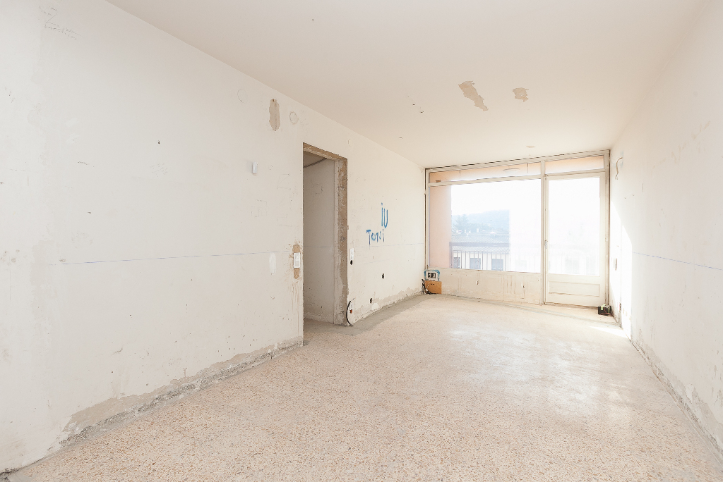 Piso en venta en Moià, Barcelona, Calle Cal Quinore, 80.000 €, 4 habitaciones, 2 baños, 107 m2