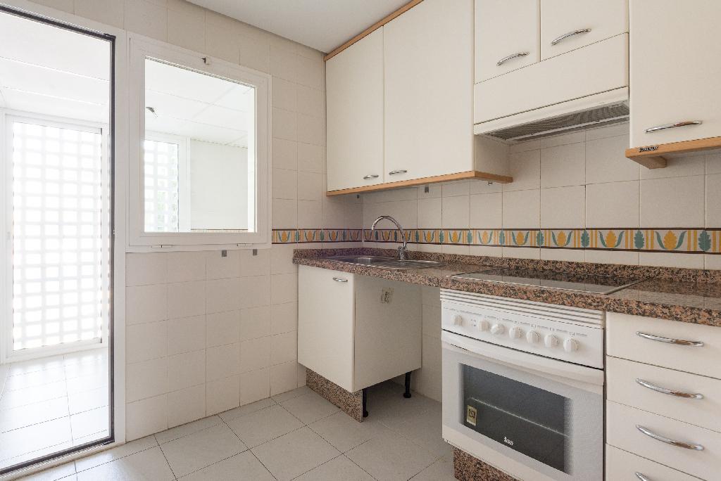 Piso en venta en Costalita, Estepona, Málaga, Calle Trajano, 257.000 €, 3 habitaciones, 2 baños, 113 m2