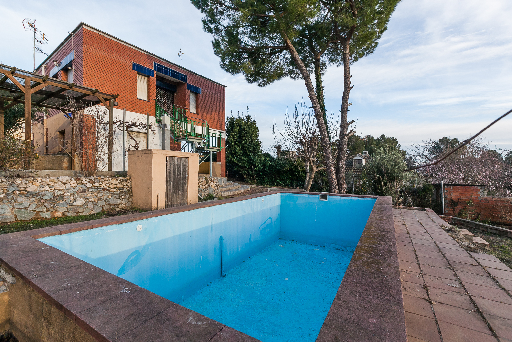 Casa en venta en Sant Llorenç D`hortons, Barcelona, Calle Circumval.lacio, 114.000 €, 2 habitaciones, 1 baño, 120 m2