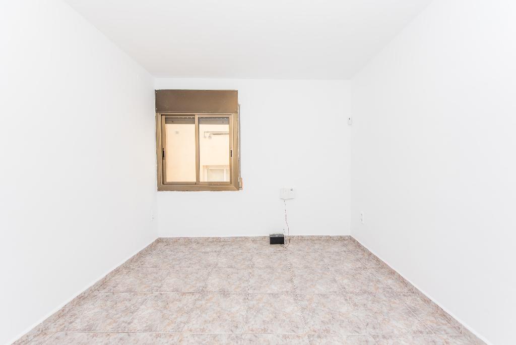 Piso en venta en Canovelles, Barcelona, Calle Montseny, 73.000 €, 1 habitación, 1 baño, 72 m2