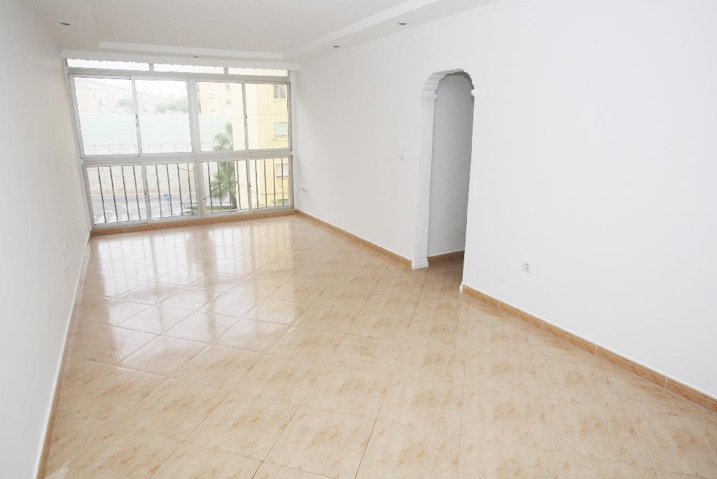 Piso en venta en San Fernando, Cádiz, Calle Jacinto Benavente, 99.000 €, 3 habitaciones, 1 baño, 84 m2