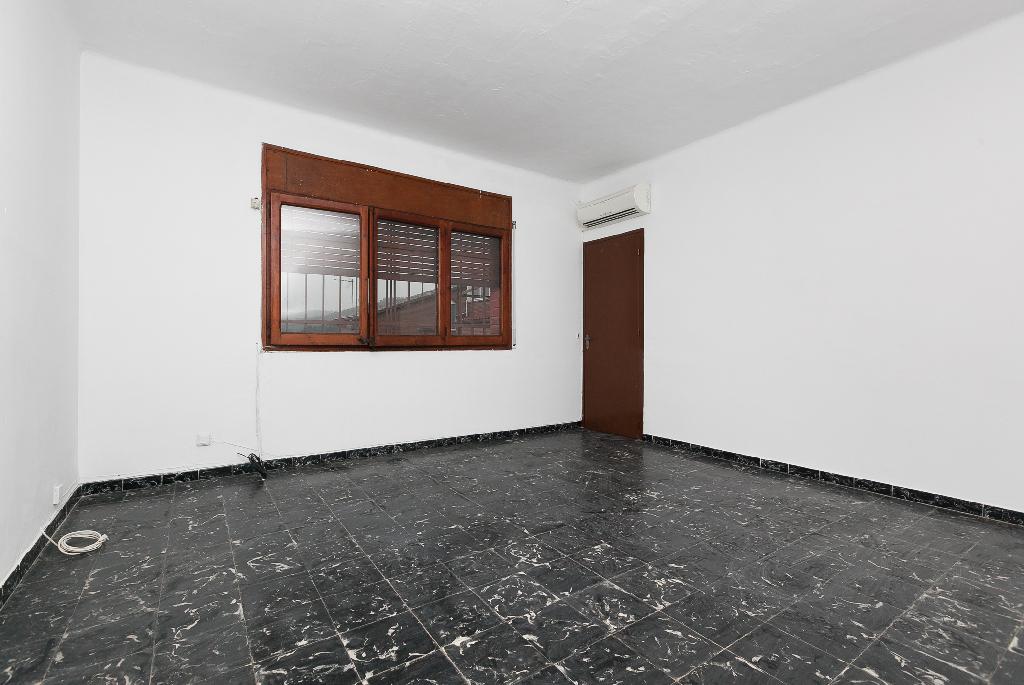 Piso en venta en Rubí, Barcelona, Calle Mestre Tarrega, 220.000 €, 3 habitaciones, 1 baño, 141 m2