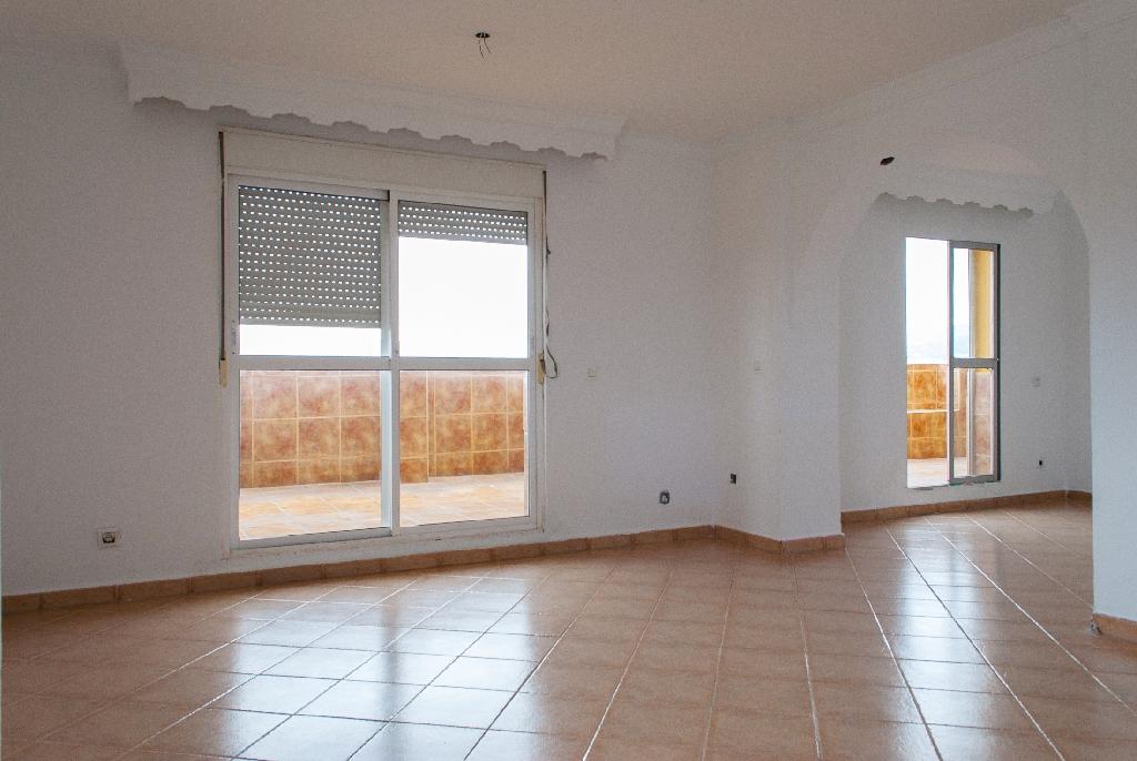 Piso en venta en Algeciras, Cádiz, Calle Federico Garcia Lorca, 65.000 €, 3 habitaciones, 2 baños, 157 m2