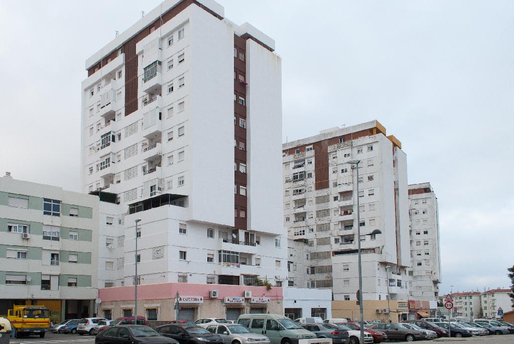 Piso en venta en Algeciras, Cádiz, Calle Federico Garcia Lorca, 24.000 €, 3 habitaciones, 1 baño, 87 m2