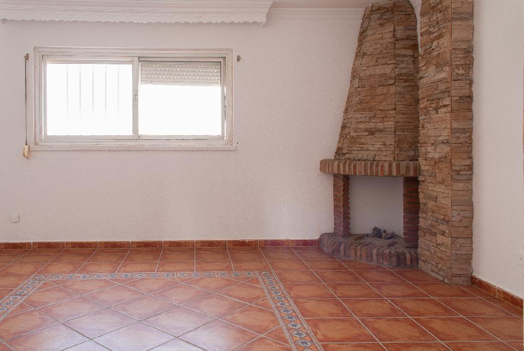 Piso en venta en Algeciras, Cádiz, Calle Federico Garcia Lorca, 36.000 €, 4 habitaciones, 2 baños, 144 m2