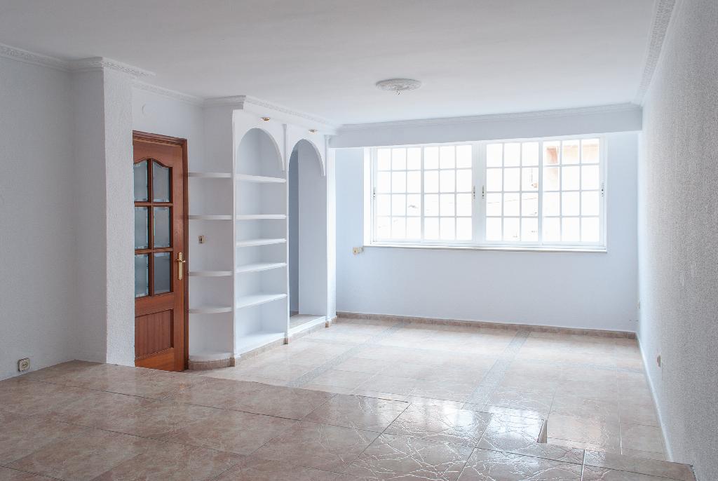 Piso en venta en Algeciras, Cádiz, Calle Mirlo, 61.000 €, 3 habitaciones, 2 baños, 120 m2