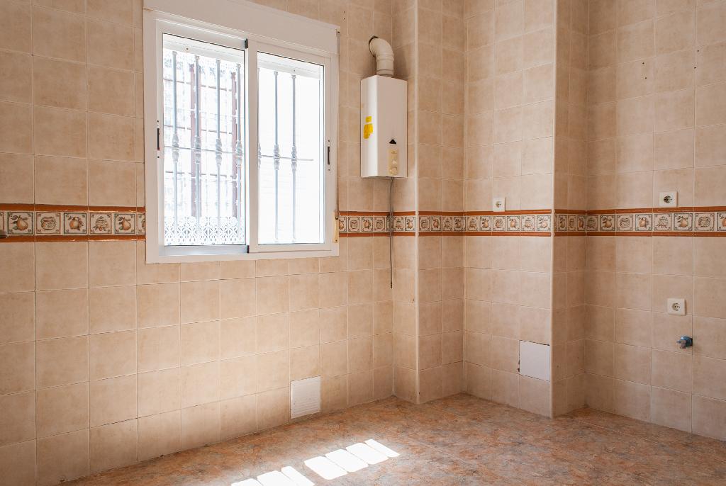 Piso en venta en Isla Cristina, Huelva, Calle Catalanes, 47.000 €, 2 habitaciones, 1 baño, 65 m2