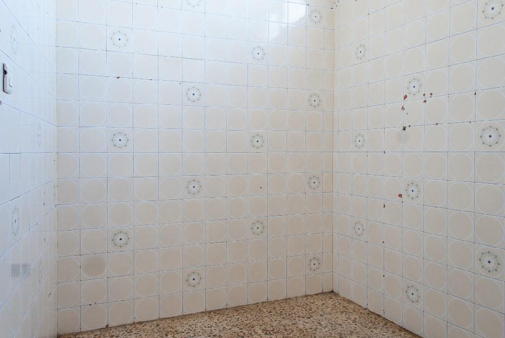Casa en venta en Algeciras, Cádiz, Calle Arcos, 32.000 €, 2 habitaciones, 2 baños, 117 m2