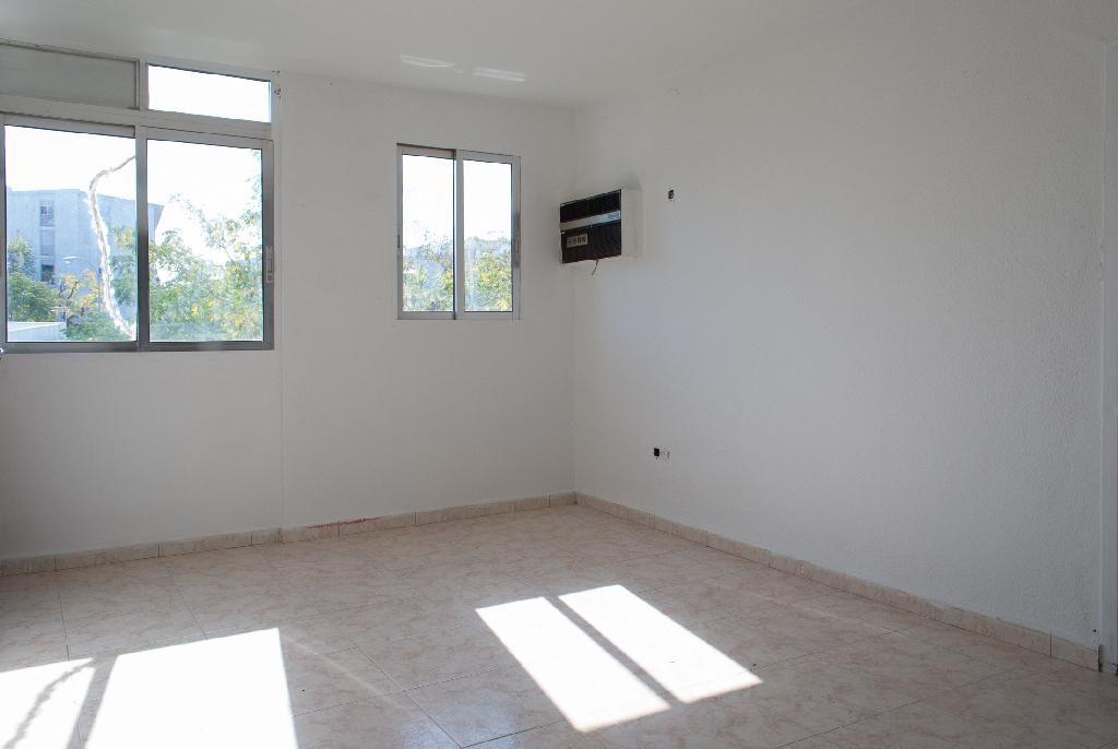 Piso en venta en Córdoba, Córdoba, Calle Punta Umbria, 44.000 €, 1 habitación, 1 baño, 51 m2