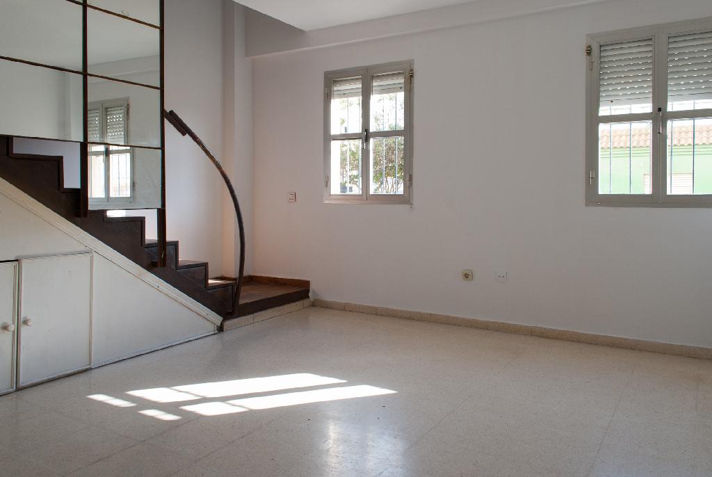Piso en venta en Algeciras, Cádiz, Calle Fray Junipero Serra, 70.000 €, 4 habitaciones, 2 baños, 136 m2