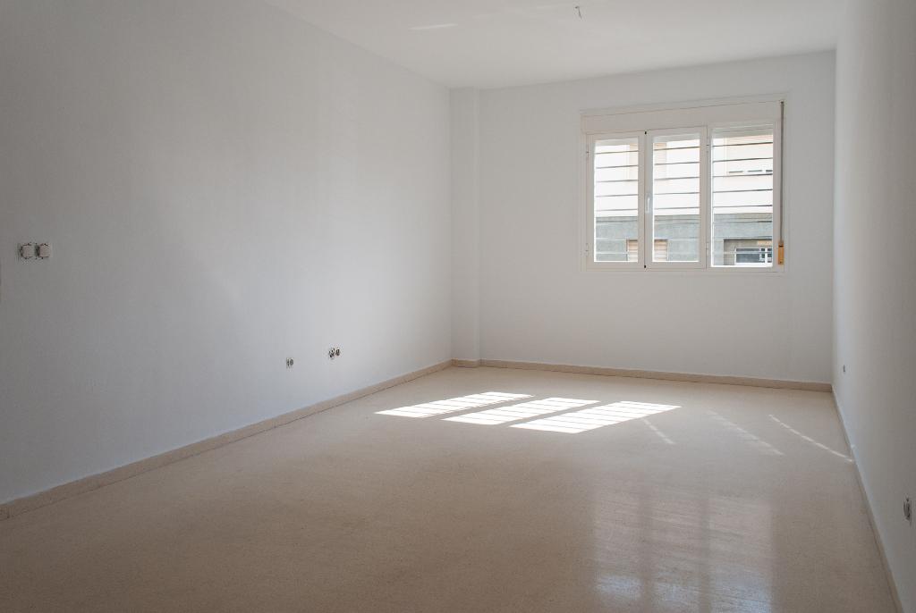 Piso en venta en Algeciras, Cádiz, Paseo Paseo Victoria Eugenia, 83.000 €, 2 habitaciones, 1 baño, 78 m2