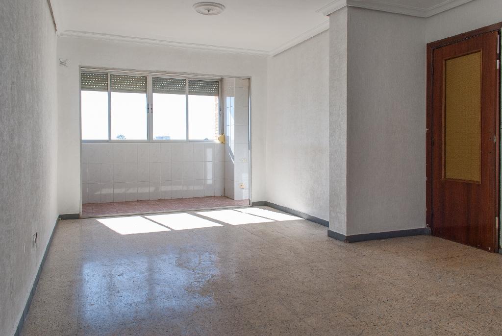 Piso en venta en Sevilla, Sevilla, Calle Manuel Fal Conde, 40.000 €, 3 habitaciones, 1 baño, 88 m2