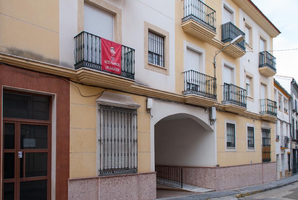 Piso en venta en Lucena, Córdoba, Calle Alamos, 85.000 €, 2 habitaciones, 2 baños, 117 m2