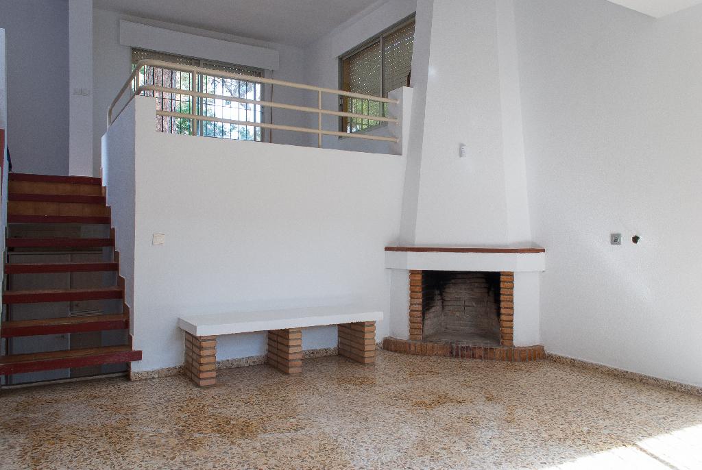 Casa en venta en Alcalá de Guadaíra, Sevilla, Calle Pino Gallego, 235.500 €, 5 habitaciones, 3 baños, 417 m2