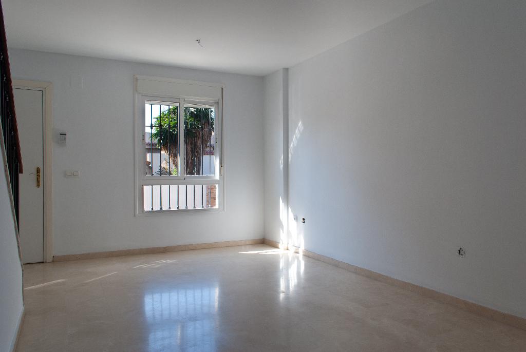 Casa en venta en Algeciras, Cádiz, Calle El Condor, 146.000 €, 2 habitaciones, 2 baños, 133 m2