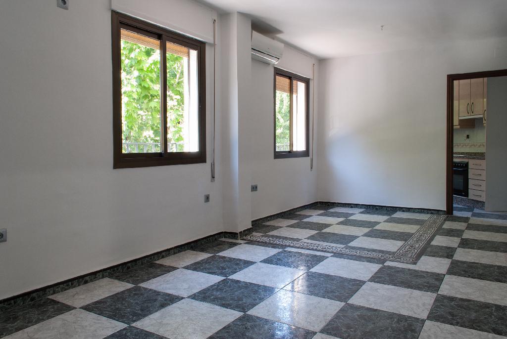 Piso en venta en Córdoba, Córdoba, Avenida Viñuela, 61.000 €, 2 habitaciones, 1 baño, 63 m2