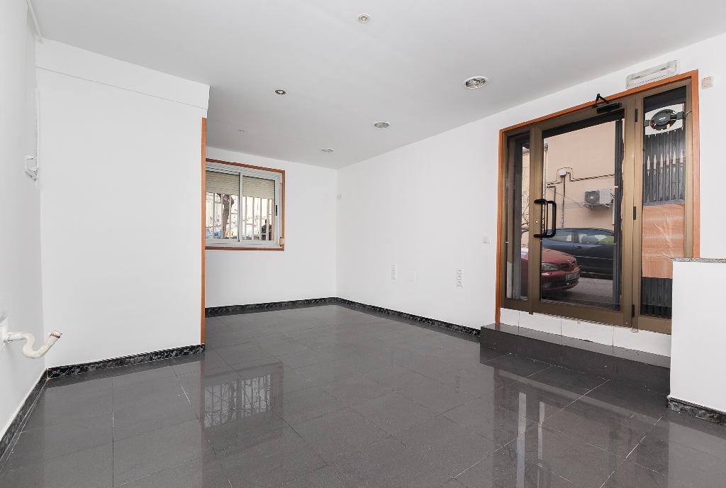 Local en venta en Sabadell, Barcelona, Calle Campoamor, 27.500 €, 32 m2