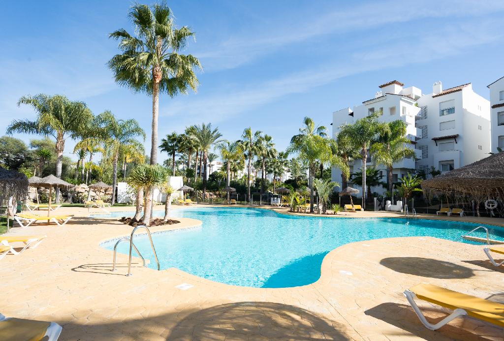Piso en venta en Estepona, Málaga, Calle Trajano, 302.500 €, 3 habitaciones, 2 baños, 113 m2