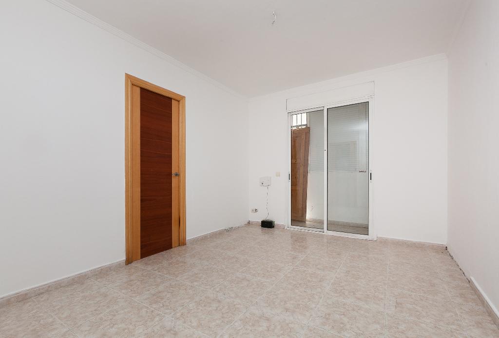 Piso en venta en Rubí, Barcelona, Urbanización El Pinar, 69.000 €, 3 habitaciones, 1 baño, 67 m2