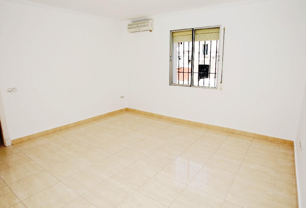 Piso en venta en San Fernando, Cádiz, Calle Almanzara, 57.500 €, 3 habitaciones, 1 baño, 70 m2