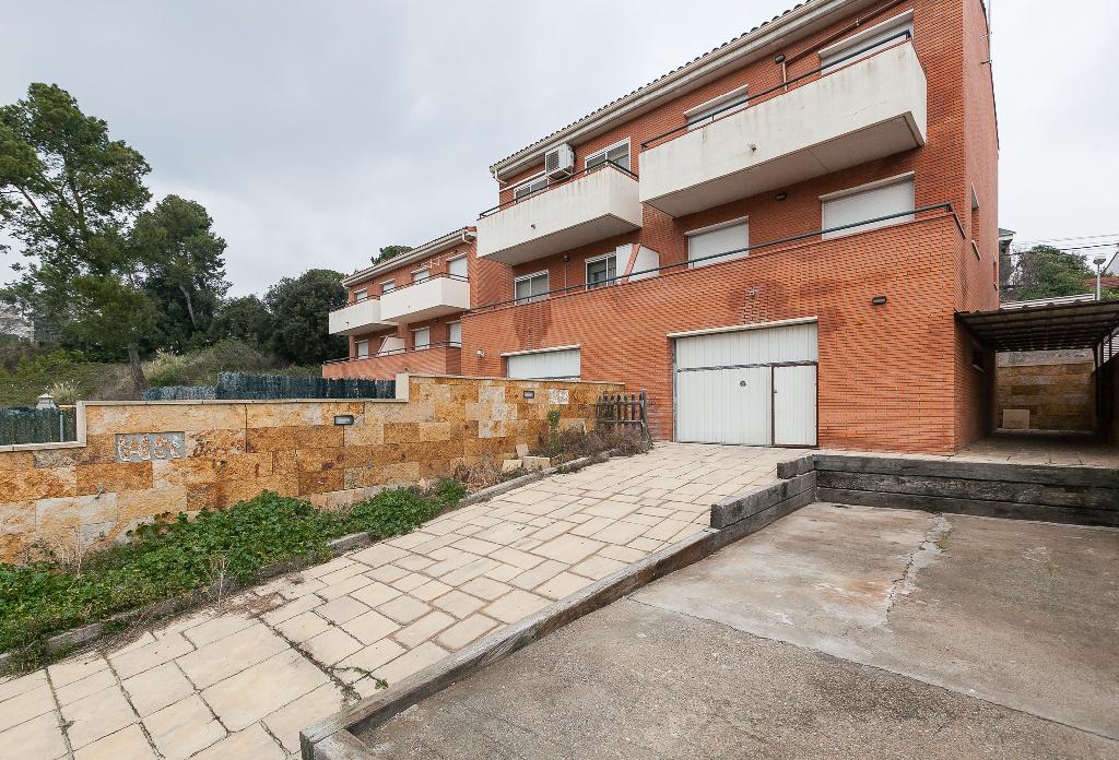 Casa en venta en Sentmenat, Barcelona, Avenida Angel Guimera, 237.500 €, 4 habitaciones, 2 baños, 197 m2
