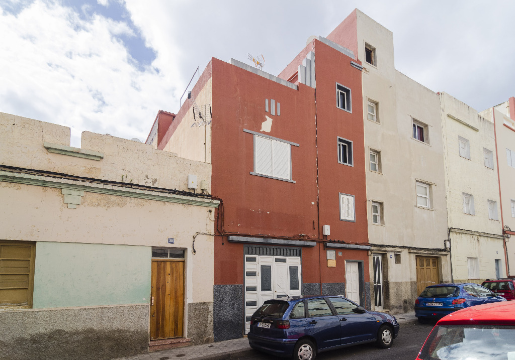 Casa en venta en Santa Cruz de Tenerife, Santa Cruz de Tenerife, Calle Mencey Beneharo, 101.500 €, 3 habitaciones, 1 baño, 263 m2
