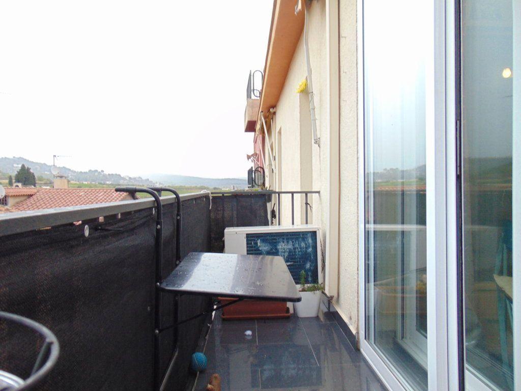 Piso en venta en Torrelles de Foix, Barcelona, Calle Raval, 55.000 €, 2 habitaciones, 66 m2