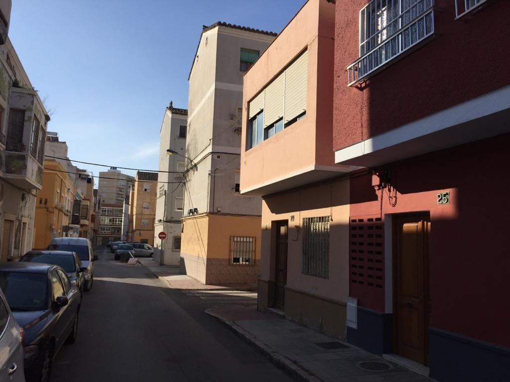 Piso en venta en Almería, Almería, Calle Pintor Romero de Torres, 120.000 €, 6 habitaciones, 2 baños, 185 m2