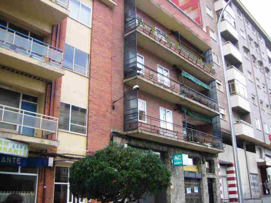Piso en venta en Alta, Ponferrada, León, Avenida Astorga, 50.000 €, 3 habitaciones, 1 baño, 89 m2