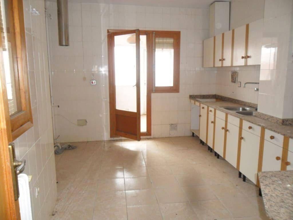 Piso en venta en Piso en Villarrobledo, Albacete, 59.680 €, 3 habitaciones, 2 baños, 108 m2