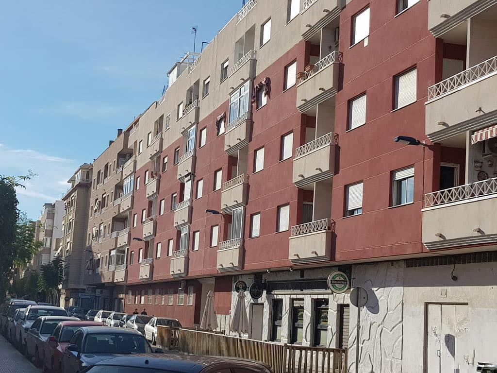 Piso en venta en Torrevieja, Alicante, Calle San Policarpo, 69.637 €, 2 habitaciones, 1 baño, 70 m2