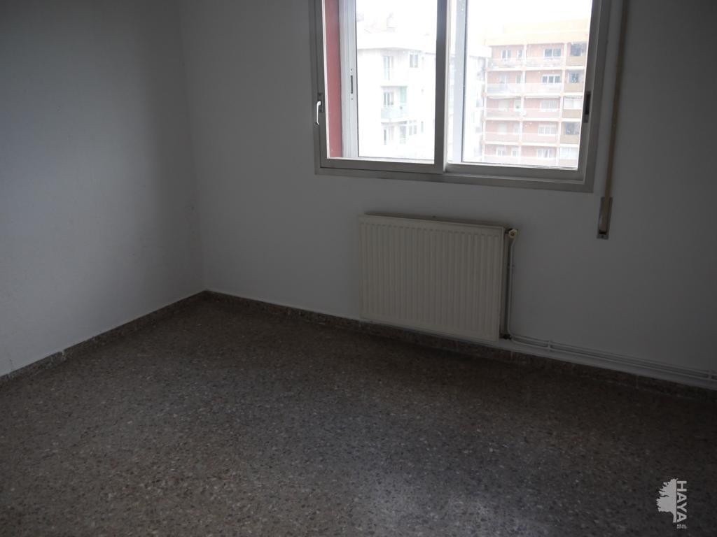 Piso en venta en Piso en Figueres, Girona, 76.459 €, 4 habitaciones, 1 baño, 137 m2