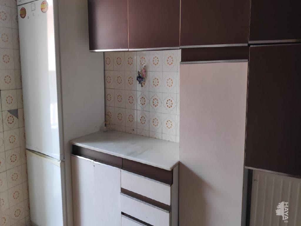 Piso en venta en Barbastro, Barbastro, Huesca, Calle Estadilla, 100.000 €, 3 habitaciones, 1 baño, 141 m2