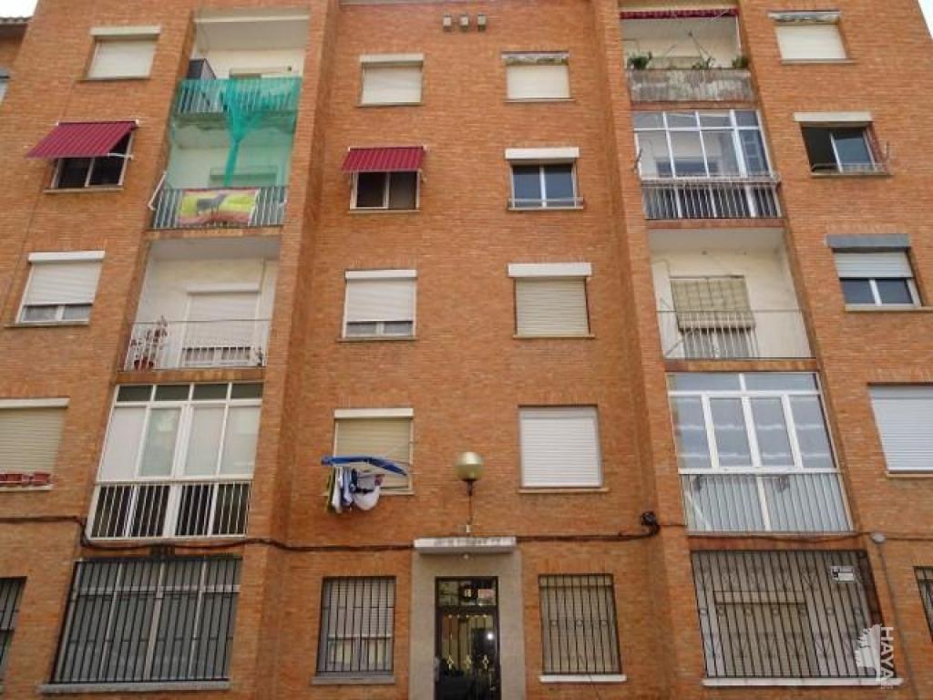 Piso en venta en La Estrella, Logroño, La Rioja, Calle Caballero de la Rosa, 63.000 €, 4 habitaciones, 1 baño, 94 m2