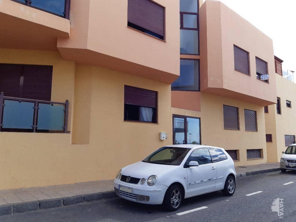 Piso en venta en Barrio Buenavista, Puerto del Rosario, Las Palmas, Calle Gavia (la), 78.000 €, 2 habitaciones, 2 baños, 76 m2