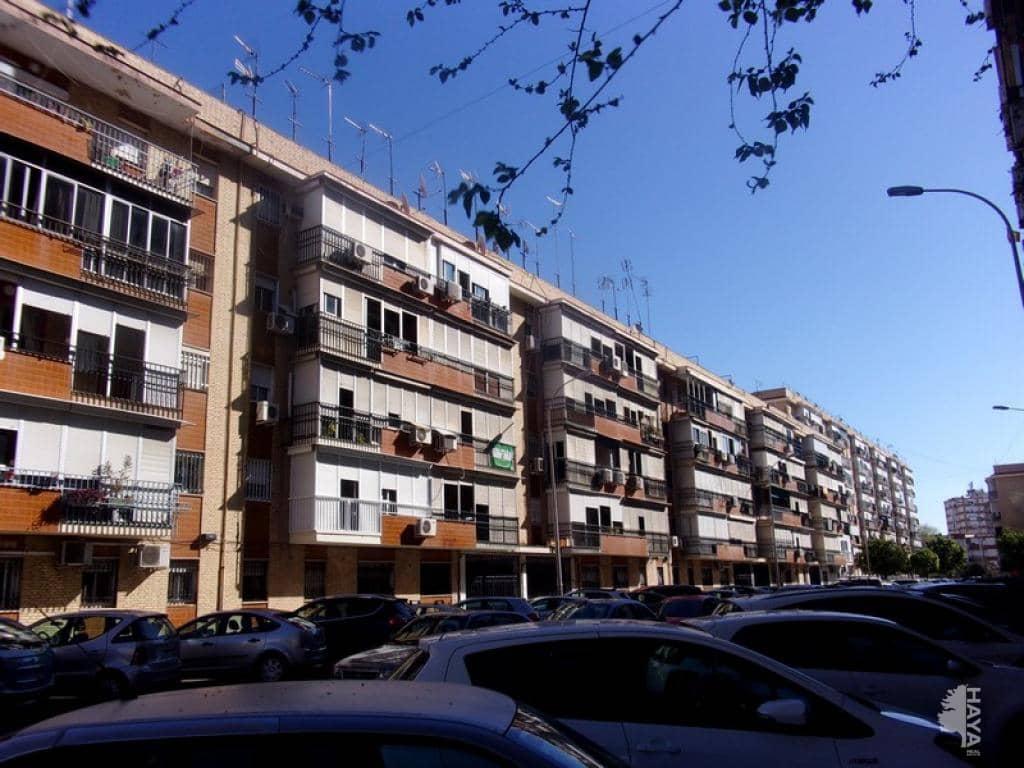 Piso en venta en Sevilla, Sevilla, Calle Doctor Antonio Herrera Carmona, 76.800 €, 3 habitaciones, 1 baño, 55 m2