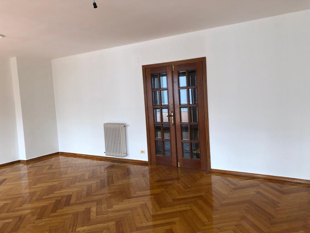 Piso en venta en Viloira, O Barco de Valdeorras, Ourense, Calle Rúa Castelao, 115.000 €, 4 habitaciones, 2 baños, 204 m2