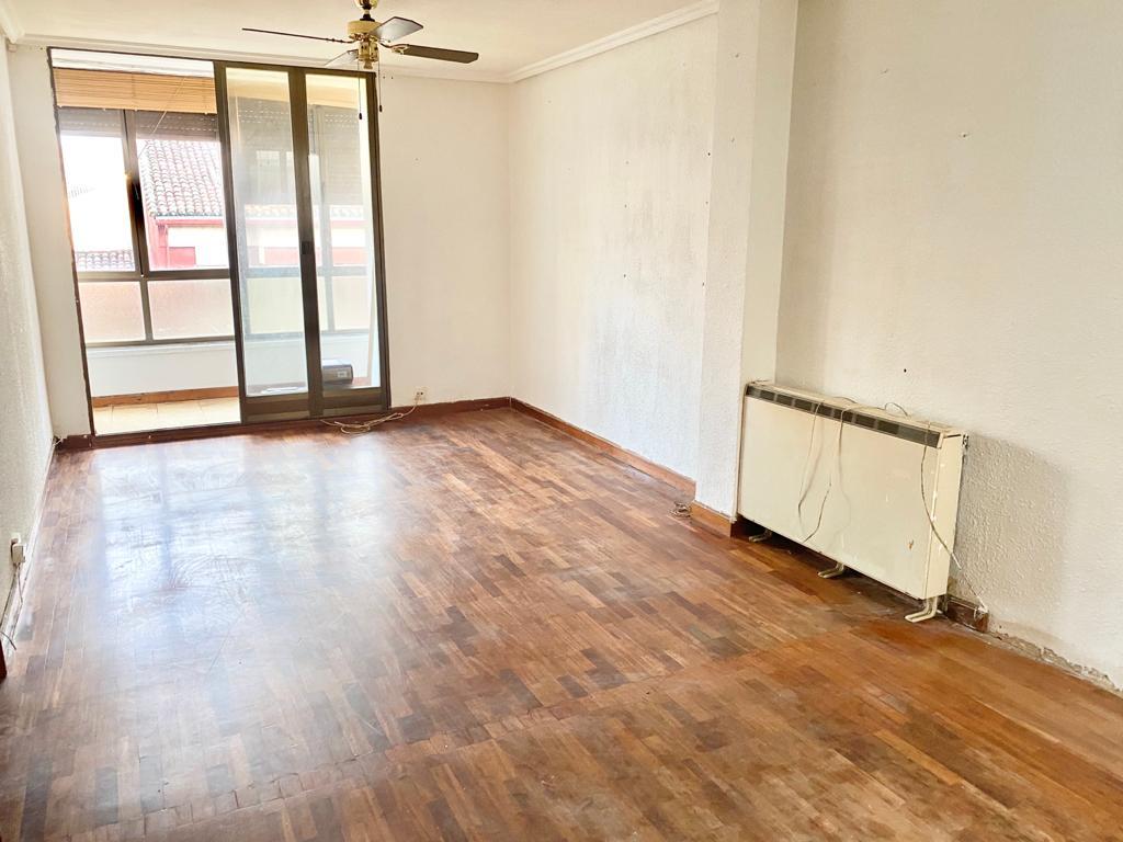 Piso en venta en Allende, Miranda de Ebro, Burgos, Calle la Estacion, 74.000 €, 3 habitaciones, 1 baño, 98 m2