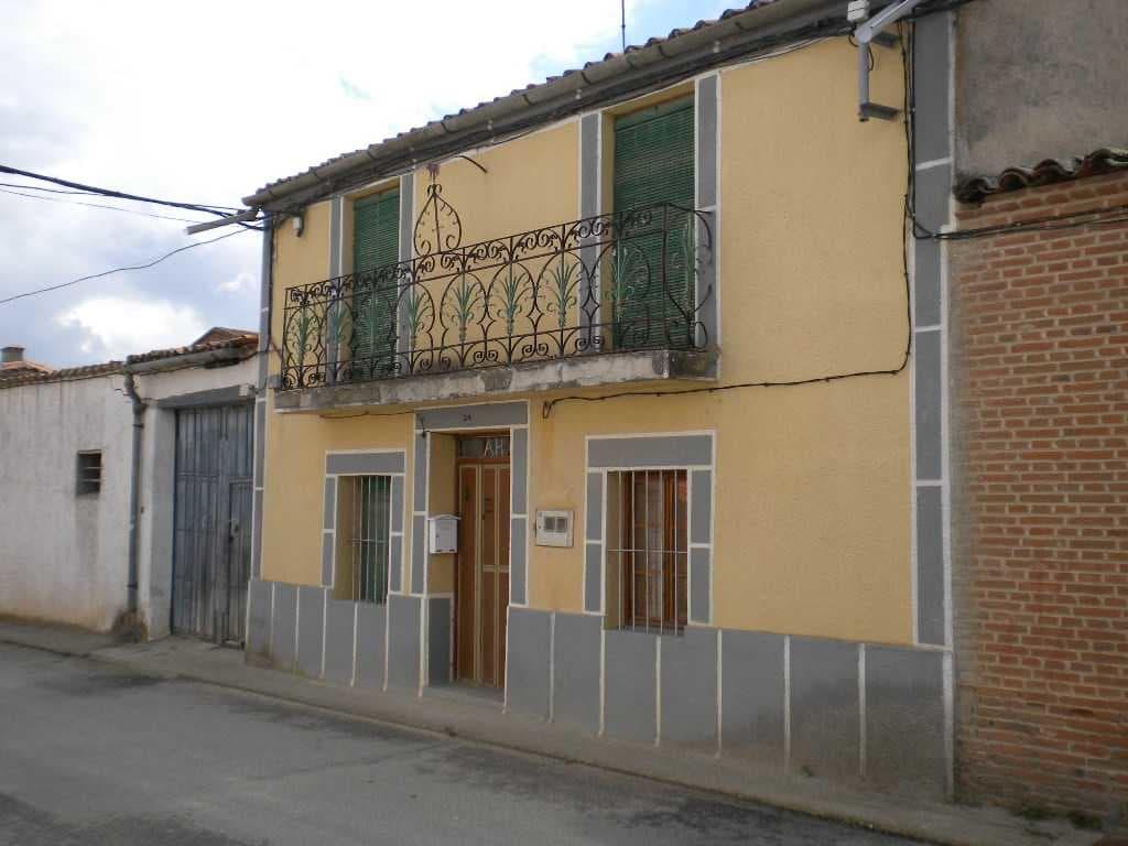 Casa en venta en Tordillos, Salamanca, Calle Larga, 45.080 €, 5 habitaciones, 1 baño, 307 m2